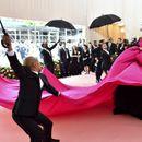 """Političarka zasenila sve na prestižnom Met Gala: """"Oporezujte bogate"""""""