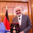 Рама ја одликува Меркел со орден со голема ѕвезда