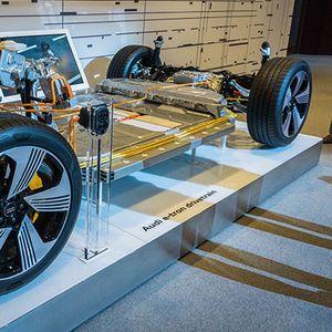 ТЕХНОЛОГИЈА: Супер-напредниот погон на електричниот Audi e-tron