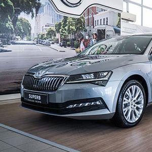 Пристигна освежениот знаменосец на Škoda – големиот Superb