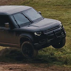 Утринска Гимнастика: Зад сцената на новиот филм за James Bond со новиот Land Rover Defender