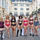 """""""Сите ние сме ангели"""" – мaнекенки со облини им одржаа лекција на Victoria's Secret"""