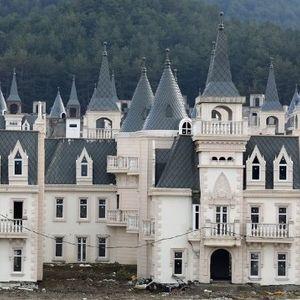 Напуштено село во Турција вредно 200 милиони долари наликува на бајка на Дизни