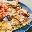 Ќе излижете прсти - Летни кесадиљи со салца од домати