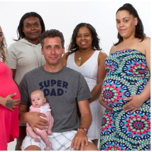 """Има 72 деца, и уште 16 се на пат: Професор од Њујорк им помага на жените да забременат по """"старински метод"""""""