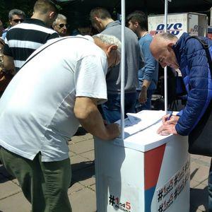 """U prvoj """"Zoni slobode"""" u Nišu za tri sata sa opozicijom razgovaralo oko 200 ljudi"""