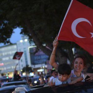 """Istanbul: """"Jutro je"""" i Nada Topčagić na proslavi pobede na izborima"""