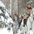 Kim na belom konju na vrhu svete planine, kao i uvek pred velike odluke
