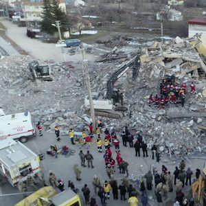 U zemljotresu u Turskoj 35 mrtvih i 1.600 povredjenih