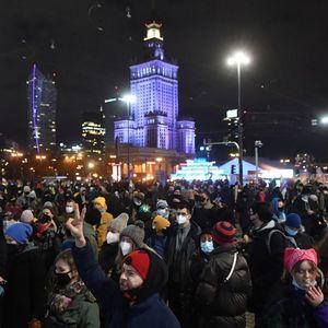 Hiljade Poljakinja neočekivano na ulicama u protestima zbog zabrana abortusa