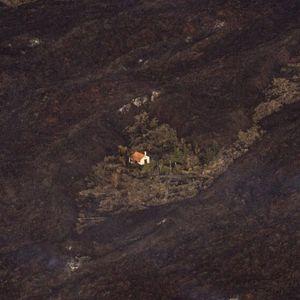 """""""Čudesna kuća"""" na ostrvu La Palma odoleva vulkanskoj lavi"""