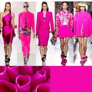 Неон-розова е хит боја на сезоната!