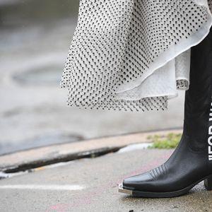 Каубојските чизми се хит на сезоната!
