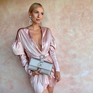Розовите фустани се совршен избор за празничните забави!