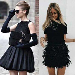 Малиот црн фустан е идеален за празничните забави!