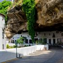 Senetil de las Bodegas, мал шпански град кој живее под карпи