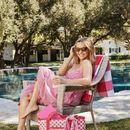 Рис Витерспун го покажа розовиот кариран фустан – хит на ова лето!