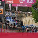 Еквадорец взе четвъртия етап в Джирото, Дюмулен загуби повече от четири минути
