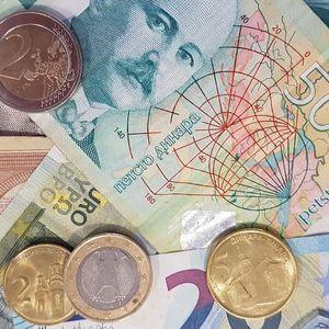 Manje doznaka iz inostranstva – udar na budžet Srbije?