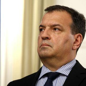SKANDAL TRESE HRVATSKU: Ministar na društvenim mrežama prati golišave devojke!