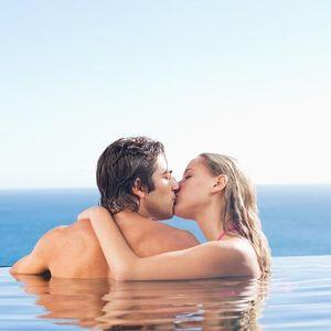 Dodala bih još da volim i u BAZENU, đakuziju, na plaži... Napisala je jedna ŽENA, a onda je POČELA prava RASPRAVA!
