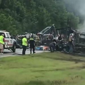 NEZAPAMĆENA TRAGEDIJA NA AUTO-PUTU: U lančanom sudaru poginulo 9 devojčica i 1 muškarac! (FOTO/VIDEO)