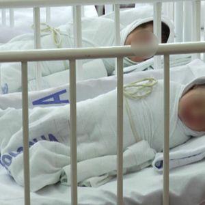 PORAŽAVAJUĆI PODACI RZS: UMRLO više od 82.000 ljudi, ROĐENO oko 40.000 beba