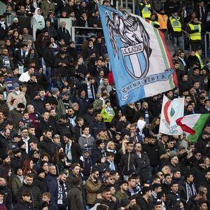 TI SI BOGALJ! BIĆEŠ U INVALIDSKIM KOLICIMA! Svet je zgrožen gunsnom porukom navijača Lacija fudbaleru Rome!