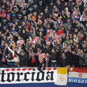 P***E IZ SAVEZA, GDE VAM JE OBRAZ? Navijači Hajduka udarili na Mamića!