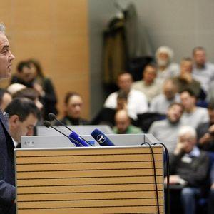 LUTOVAC PRAVI ČISTKU: IO DS suspendovao sedam članova Statutarne komisije