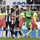 Sumnjiv penal i Sterling ostavili Siti u igri za drugi trofej u sezoni!