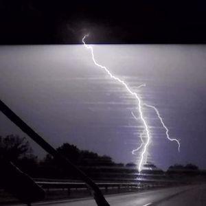 OPASNO NEVREME STIŽE NA BALKAN: Stižu obilna kiša i olujni vetar, komšije prve na udaru