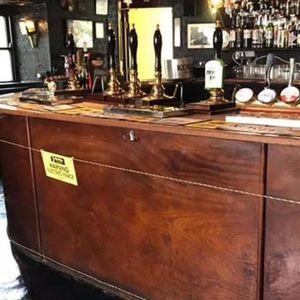 VRLO ORIGINALNA IDEJA: Ovako vlasnik paba u Velikoj Britaniji poštuje mere socijalnog distanciranja