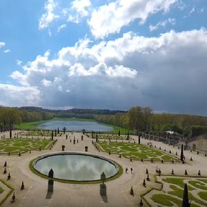 Прошетка низ Париз: Лувр, Версај, Нотр Дам во видео од 360 степени