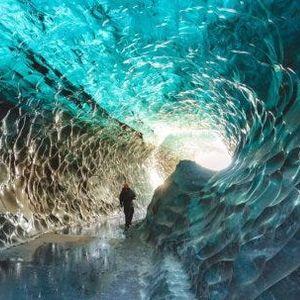 Ледени пештери под површината на најголемиот глечер во Европа