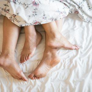 Учени разясниха колко пъти секс седмично ни правят щастливи