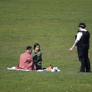 Полицията във Великобритания изнемогва: Масово не се спазват ограниченията