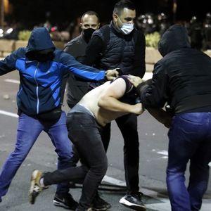 Сблъсъците в Белград: Полицията бие на ред, властите обвиняват опозицията – Видео