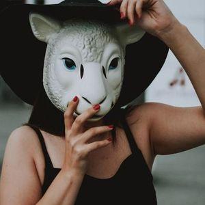 Как изглежда жената с най-необикновения цвят очи в света