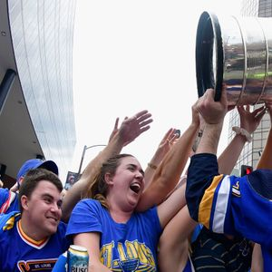Philadelphia bar seeks payment from St. Louis Blues' 'Play Gloria' craze during Stanley Cup run