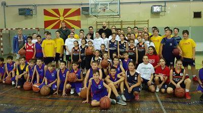 Антиќ и Гечевски донираа кошаркарска опрема за КК Пробаскет во Пробиштип