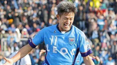 """Најстариот фудбалер во светот е """"бесмртен"""", на 52 години ќе игра уште една сезона!"""