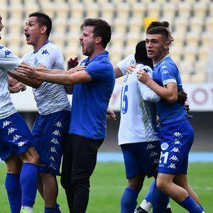 """Фудбалерите на Шкупи заедно со """"Шверцерите"""" ја прославија европската виза"""