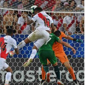 Ветеранот Фарфан го одведе Перу на чекор до четвртфиналето