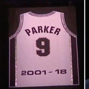 Паркер го комплетира триото повлечени дресови во Сан Антонио