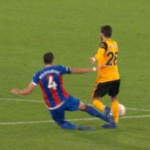Брутален старт на Миливојевиќ, малку фалеше посериозно да го повреди Мутињо!