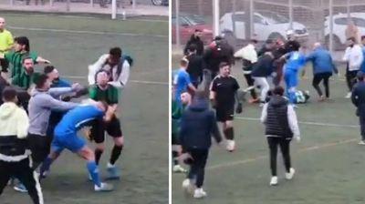 Масовна тепачка во Шпанија – дуел на два играчи прерасна во општ хаос