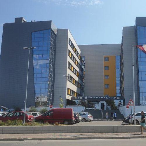 Preminula 23-godišnja porodilja u UKC Niš zbog komplikacija sa koronom