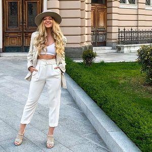 Бели широки панталони – совршено елегантни и совршено лежерни