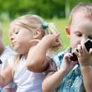 Давањето смартфон на дете е исто како да му се дава дрога